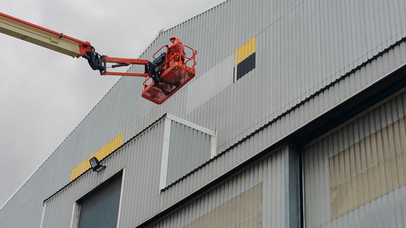 Rappel IRATA Industrial Rope Access Abseiling and MEWP - Signage Removal and Cladding Painting Project