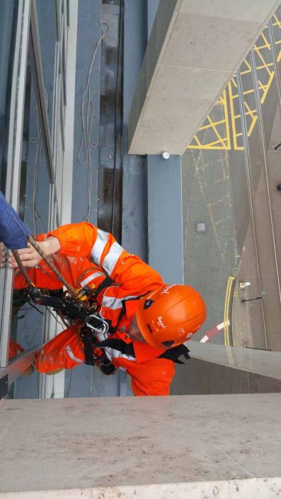 Rappel IRATA Industrial Rope Access Abseil - Post Construction Inspection and Snagging Works Manchester