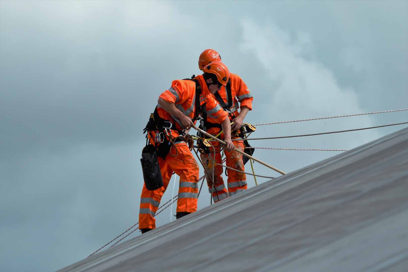 Rappel IRATA Industrial Rope Access and Abseiling Sika Saranfil Roof Cleaning Works