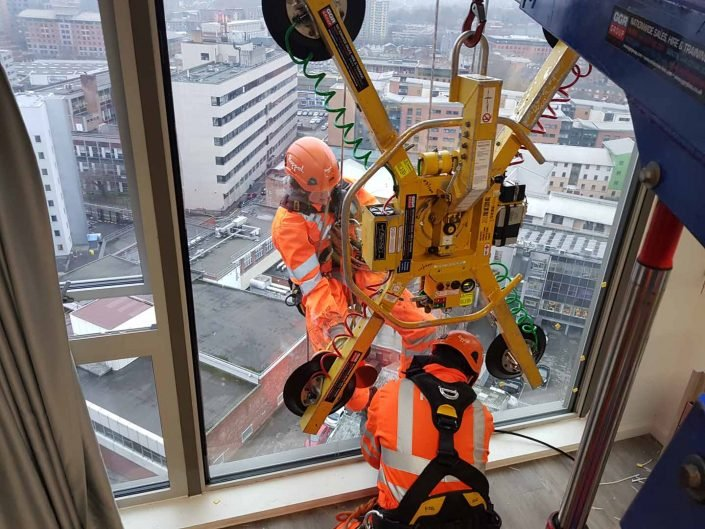 Rappel IRATA Industrial Rope Access Abseiling High Level Glass Glazing Unit Replacement